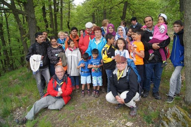 Gemeinsame Wanderung des Wandervereins Saalfeld mit Asylsuchenden -  Vom Saalfelder Stadtrand zu den Höhen des Thüringer Schiefergebirges.